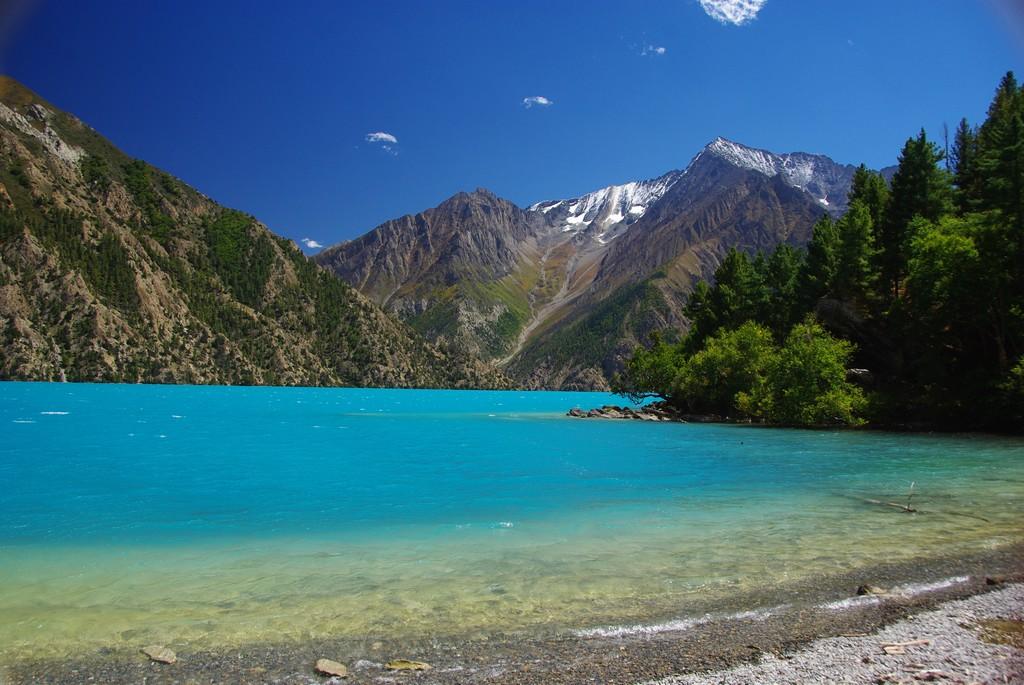 Bas Dolpo, berges du lac Phoksundo