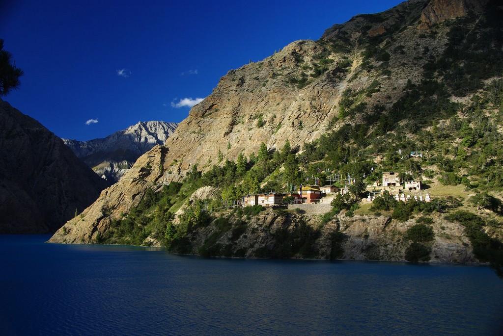 Bas Dolpo, monastère de Ringmo