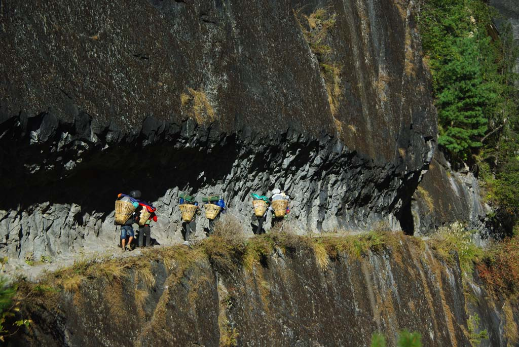 Trek haute route des Annapurna, Naar et Phu