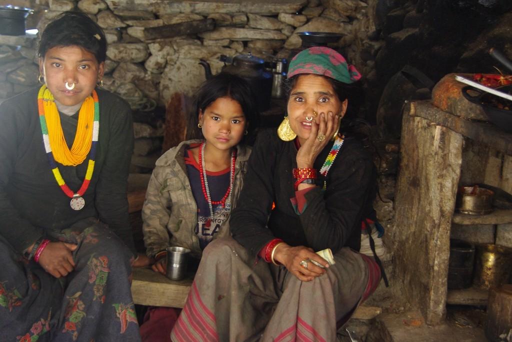 Femmes takuri à l'ouest du Népal