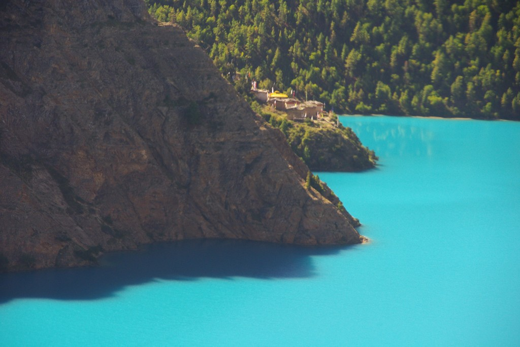 Bas Dolpo, lac Phoksundo et monastère de Ringmo