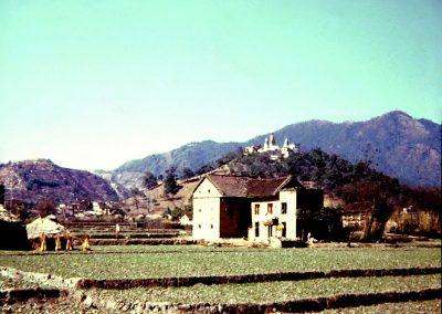 Vue d'ensemble du temple de Swayambunath à Kathmandu en 1973